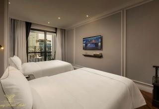 Phòng cao cấp giường lớn hoặc 2 giường đơn có ban công